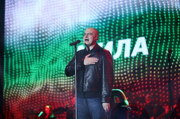 Като председател на политическа партия Слави Трифонов влиза в Регистъра