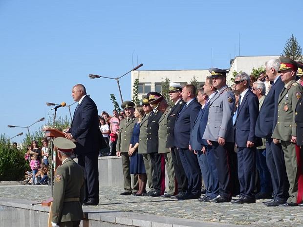 Борисов във Велико Търново: Освен че се гордеем с Вас, и се грижим за Вас