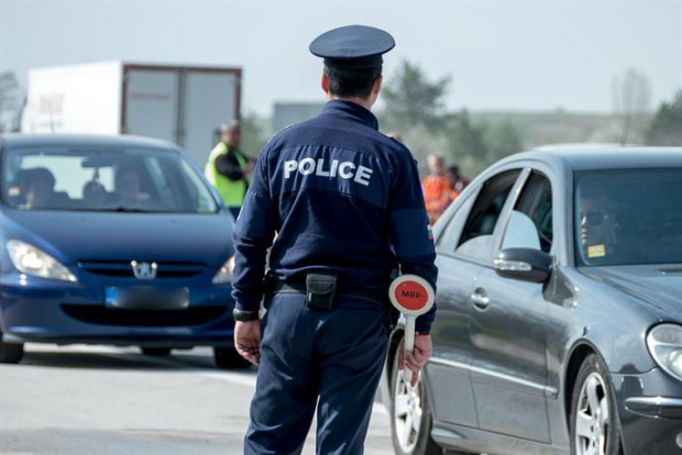 Снимка: Започна масична полицейска акция за контрол на автобусите и товарните автомобили