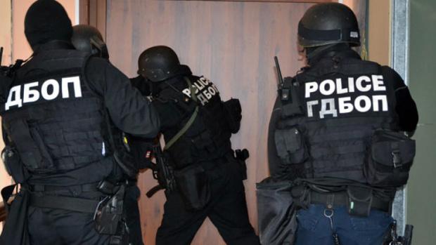 Специализирана полицейска акция тече в момента в Бургас. В акцията