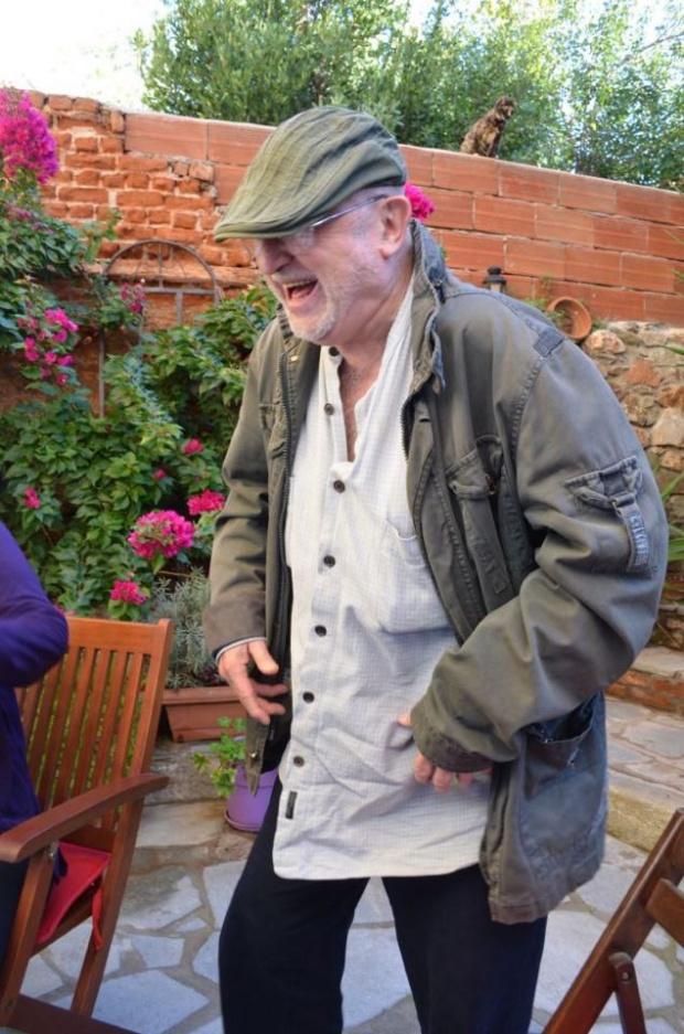 От скрина: Гениалният Милчо Левиев разказва за себе си и света насред дома си в Солун