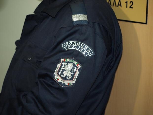 Представящ се за полицай нахлу в дома на възрастна жена