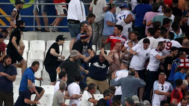 Снимка: Задържаха още петима души след мача България-Англия