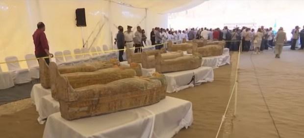 Екип от египетски археолозиоткри 30 древни дървени ковчега с мумии