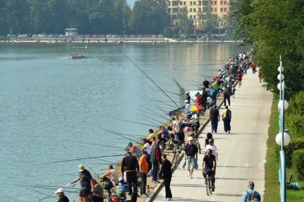 Мераклиите риболовцимогат да практикуват свободно любимото си хоби днес на