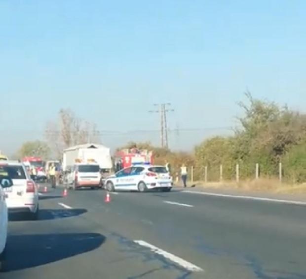 """Жена загина след тежка верижната катастрофа на автомагистрала """"Тракия"""". 57-годишен"""