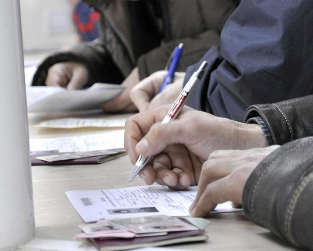 Снимка: Паспортните служби ще работят утре заради хора без документи за самоличност