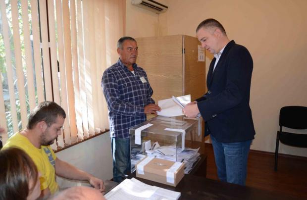 Снимка: Портних печели около половината гласове във Варна, но може и да има балотаж