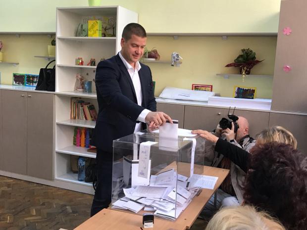Снимка: Досегашният кмет на Стара Загора остава, събра над 70% от вота