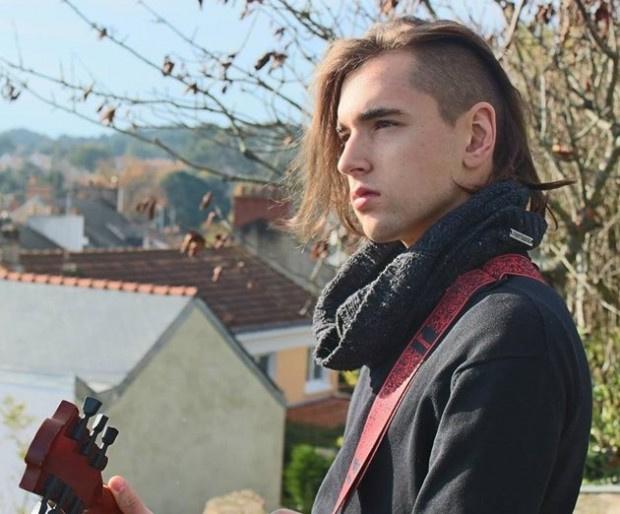 Изпълнителятна тежък рок Андрей Чолаков стана фолкпевец и предизвика голям