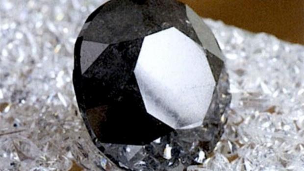 Мистика от векове: Показват най-големия черен диамант в света в Париж
