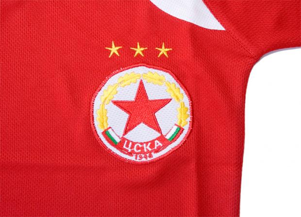 Край на сагата! Емблемата на ЦСКА е на Ганчев, Инджов и Стоичков