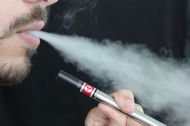 Откриха съставката в електронните цигари, предизвикваща заболявания