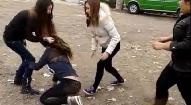 """Ученичка от великотърновското училище """"Патриарх Евтимий"""" е била нападната и"""