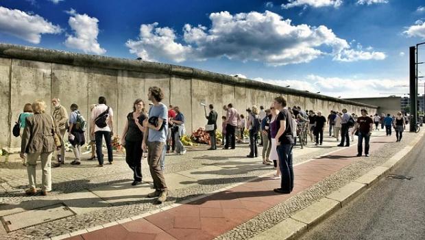 18% от руснаците смятат, че падането на Берлинската стена е