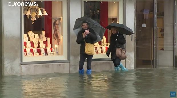 Венеция под вода, нивото доближава исторически рекорд (ВИДЕО)