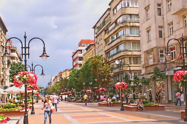 """Столичният булевард """"Витоша"""", известен сред жителите на града като """"Витошка"""","""