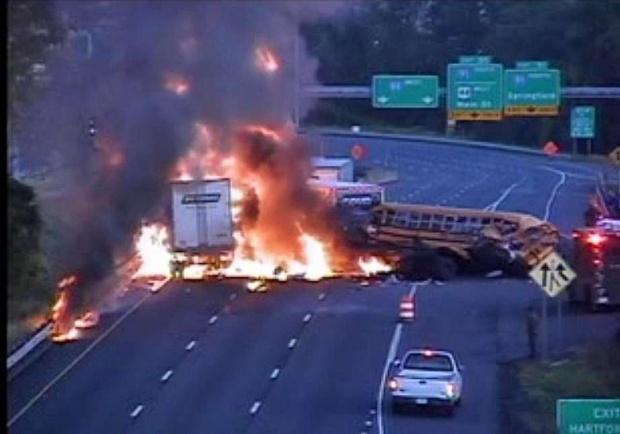 13 души загинаха, а 20 са ранени в голяма автобусна