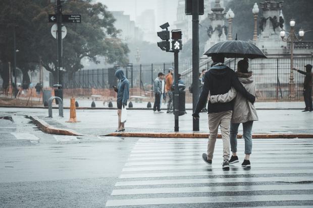 Днес ще преобладава облачно време с превалявания от дъжд. След