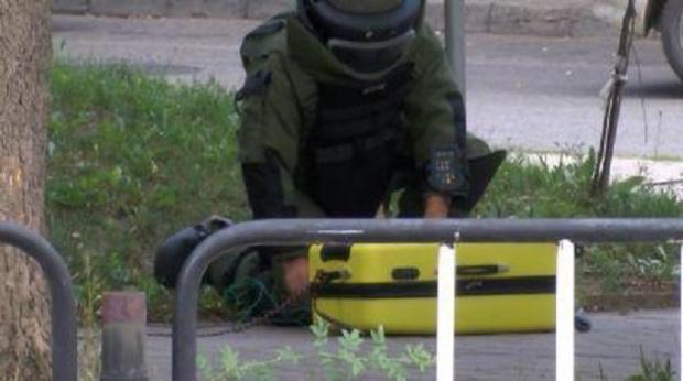 Снимка: Търновската полиция блокира кооперативния пазар заради зарязан куфар