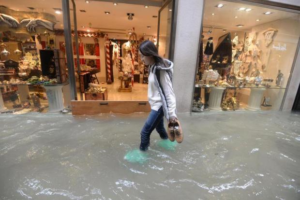 Потопената и стресиранаВенеция се готви днес за безпрецедентно трето голямо