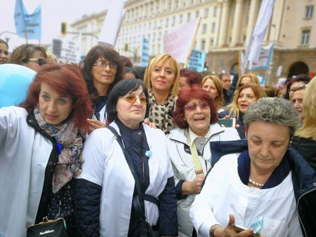 Снимка: Манолова: Да се увеличат с 82 млн. лева парите в бюджета на НЗОК