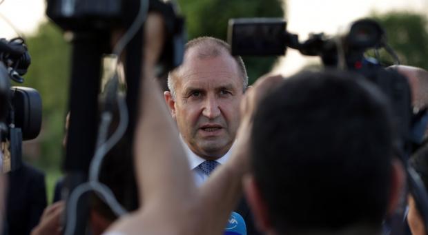 Президентът Румен Радев не каза кога ще подпише указа за