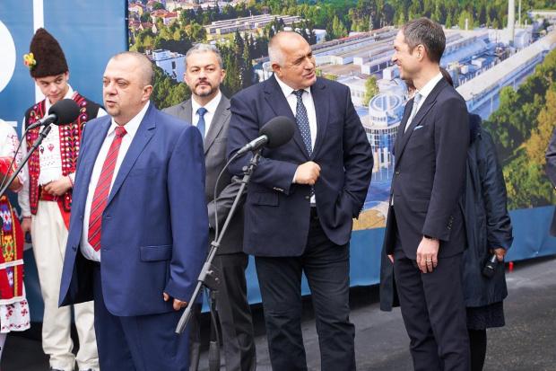 """Снимка: Премиерът откри модернизирания завод за санитарна арматура по повод 85-годишнината на """"Идеал Стандарт – Видима"""""""