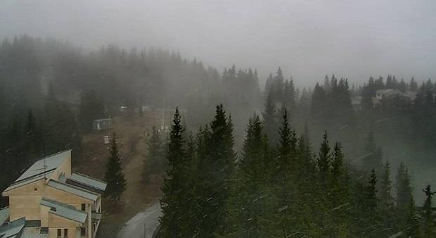 Сняг заваля на Пампорово (ВИДЕО)