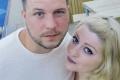 В пристъп на дива ревност: Мъж накара жена си да глътне годежния пръстен и я нарита до смърт