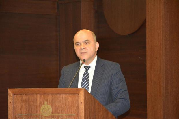 Бисер Петков ще предаде поста министър на труда и социалната политика на Деница Сачева