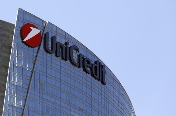 """""""Уникредит"""" уволнява 8000 служители и хлопва кепенците на много клонове"""
