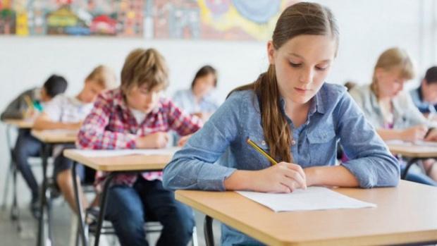 Роднитеученици показват по-ниски от средните резултати по четене, математика и