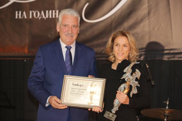 """Петя Димитрова с награда """"Банкер на годината"""" за завоювано доверие  на акционерите"""