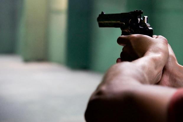 Снимка: Лудост: Руснак стреля по живи мишени, уби една жена
