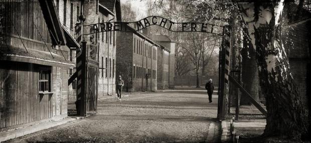 Германската канцлеркаАнгела Меркел пристигна в бившия нацистки лагер на смъртта