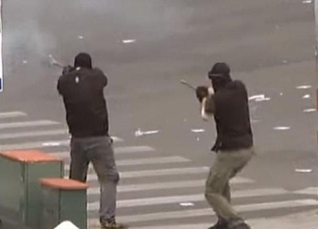 Десетки гръцки анархисти се включиха в протестни шествия в Атина,