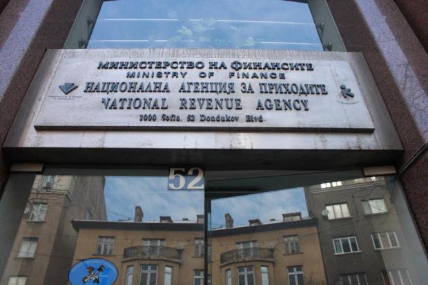 Данъчните влязоха в четири вериги заведения в София. Причината са