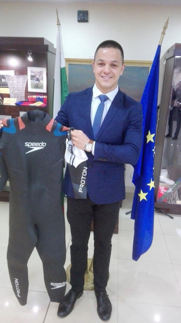 Цанко Цанков дари историческия си плувен екип на Музея на спорта