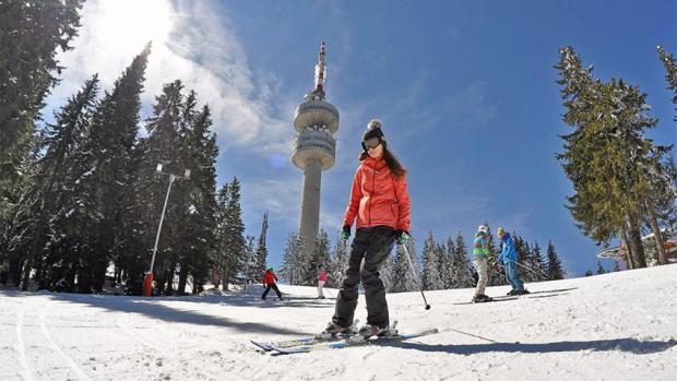 Хиляди скиори и сноубордисти се спуснаха по пистите в Пампорово
