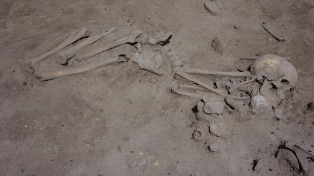 Телата на най-малко 50 души бяха намерени в масов гроб