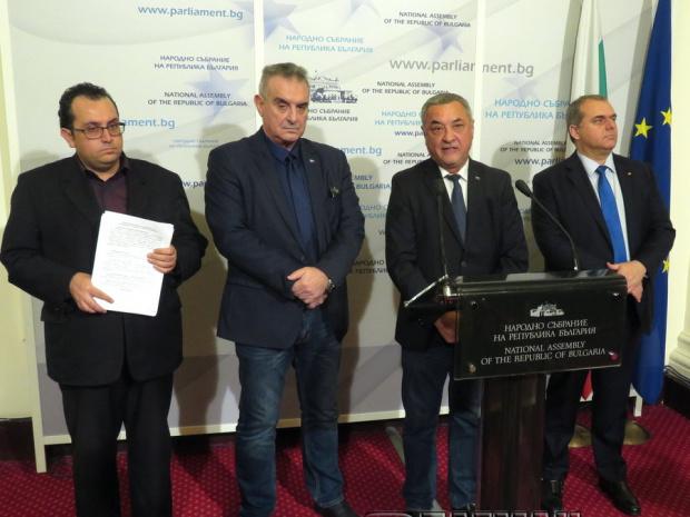 """Народните представители от НФСБ и ВМРО в групата на """"Обединени"""
