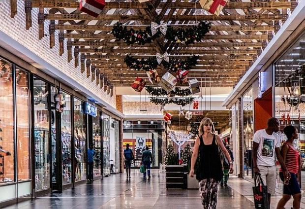 При пазаруването за празничната трапеза, когато и кошниците са по-пълни,потребителите