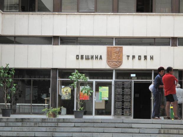 Община Троян реши да не увеличава местните данъци върху недвижимите