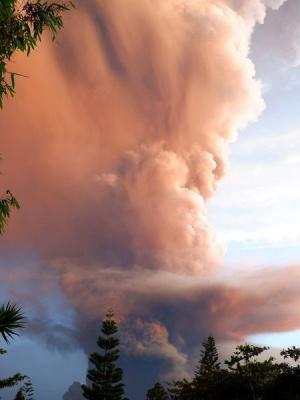 Снимки, които показват ужасяващата сила на вулкана Таал, който изригна във Филипините