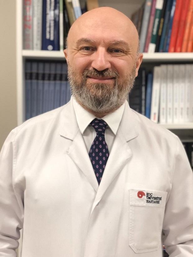 Проф. д-рСелчук Пекер, един от най-търсените неврохирурзи в Турция и