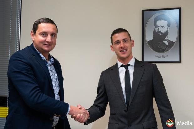 Еуфория в Пловдив, Ботев подписа със Сашо Тонев