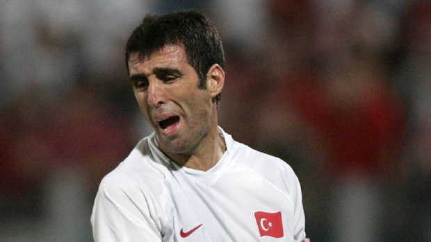 Изповед! Футболна легенда №1 на Турция Хакан Шукур го докара до шофьор на такси заради Ердоган
