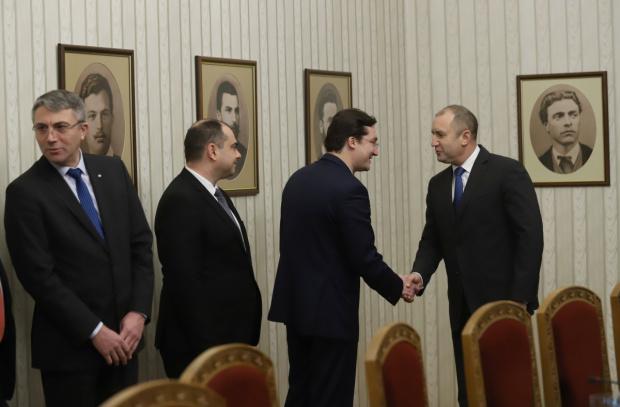 Снимка: Радев: Имам една амбиция – да има честен изборен процес, а управляващите бягат от диалог