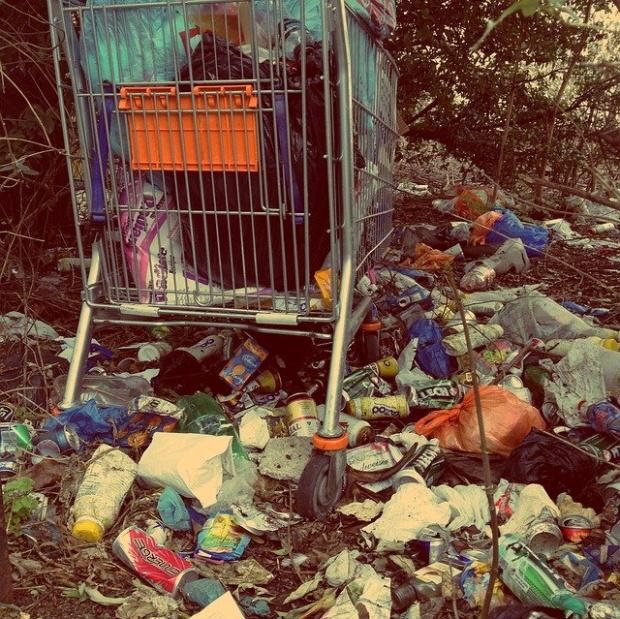 Хиляди тонове незаконен боклук засечени на пристанище Варна. Акцията по